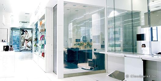 ヘアサロンで開放感とプライバシー確保を両立した空間作り