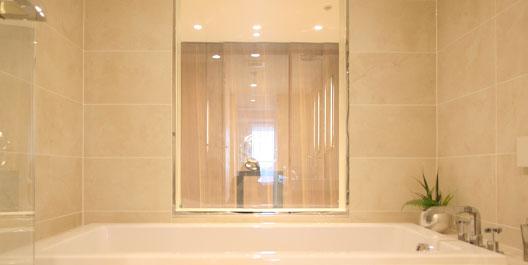 浴室へのスタイリッシュな液晶ブラインド