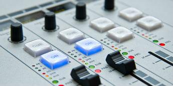 デジタルサイネージと放送の違い