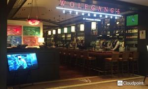 ウルフギャング・ステーキハウス 店頭サイネージ02