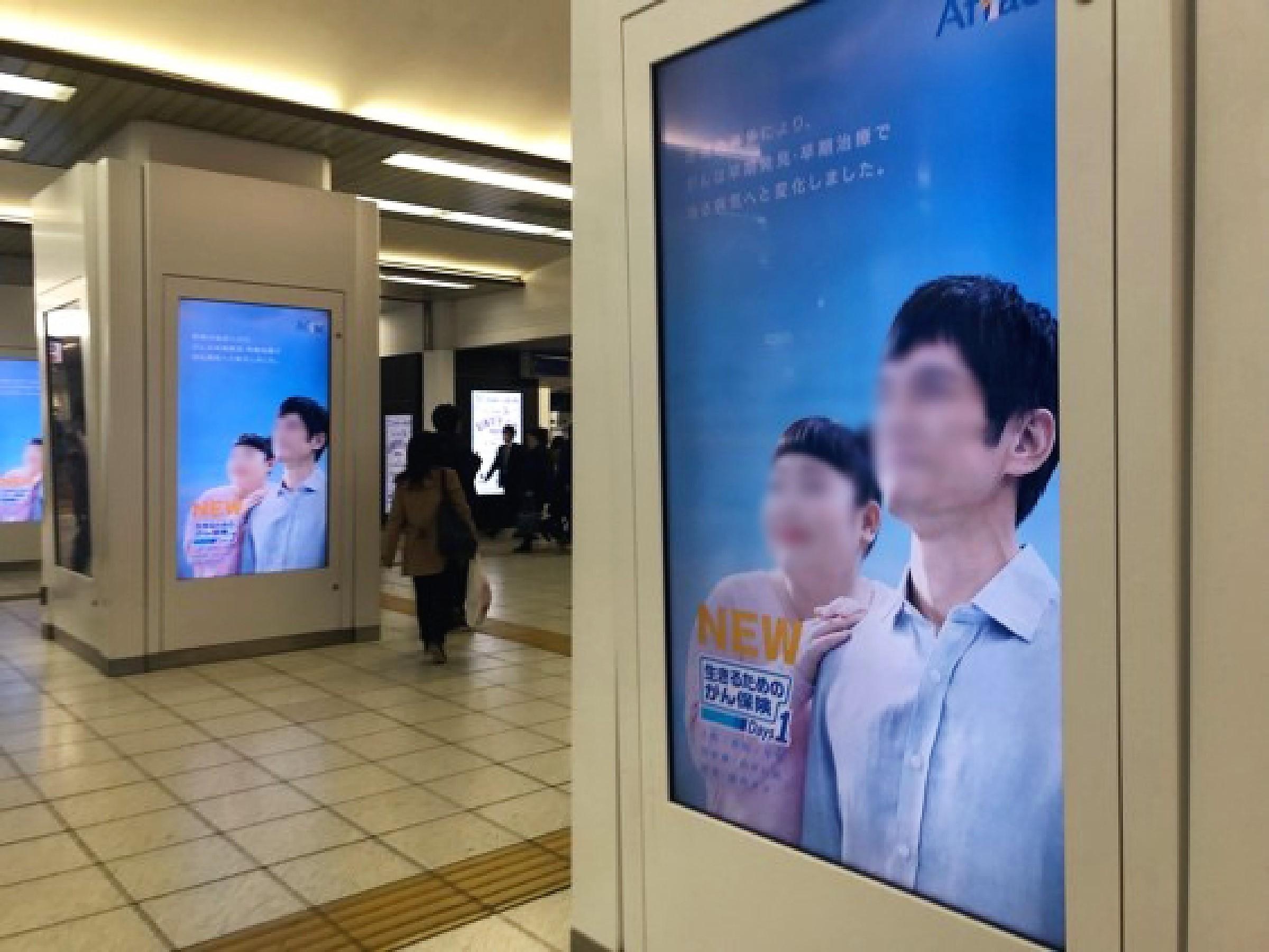 「街」のデジタルサイネージ(池袋編)02_池袋駅構内、柱巻きB