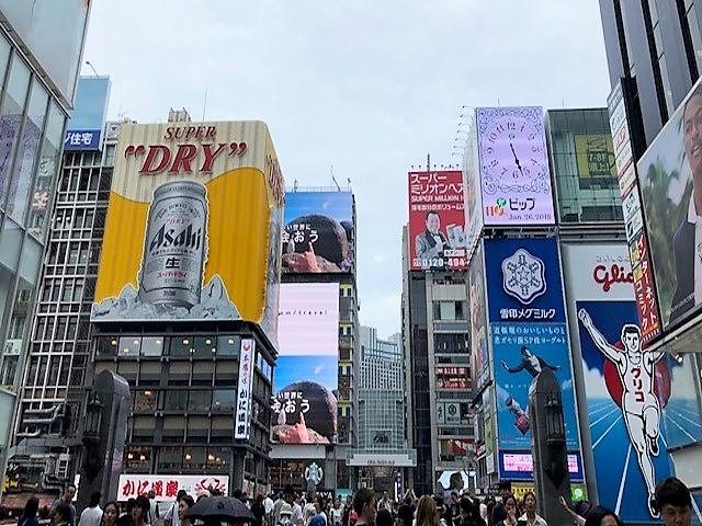 「街」のデジタルサイネージ(心斎橋・道頓堀編)07_戎橋のサイネージ群
