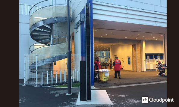 川崎競馬場 入場門LEDサイネージ03_側面