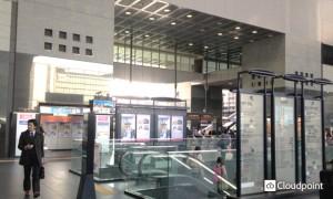 JR京都駅 中央口改札前サイネージ02_引き