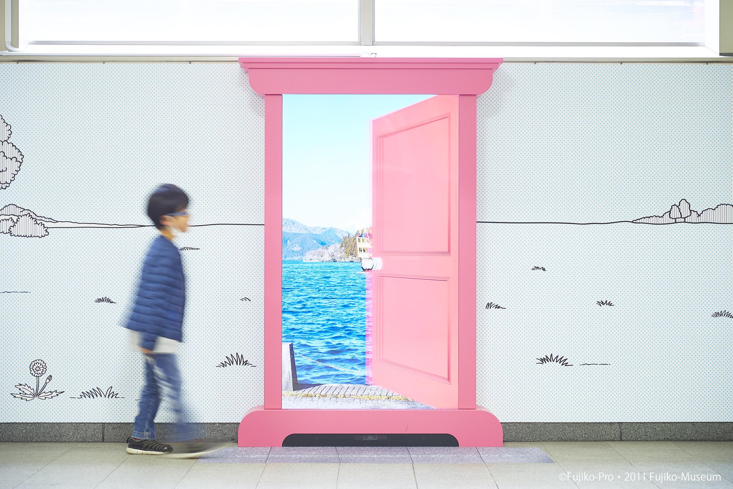 「ドラえもん」の世界。どこでもドアが現実の世界に!
