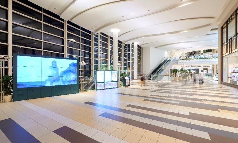 施設館内21か所にデジタルサイネージを導入 テナント・施設側の課題をスマートに改善!