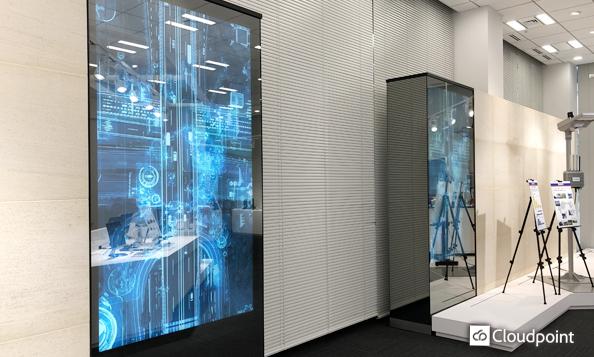 オフィスエントランス・ショールームに高輝度液晶ディスプレイとミラーガラスを採用