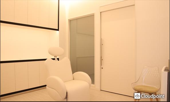 美容クリニックの施術室ガラスにTANYO FOGLEARを採用 プライバシー空間の確保、お客様に安心を与える開放空間の両面を表現