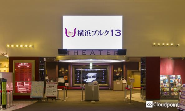 映画館エントランスに大型LEDビジョンを設置 最適な設置場所・サイズの選定で確かな存在感を創出