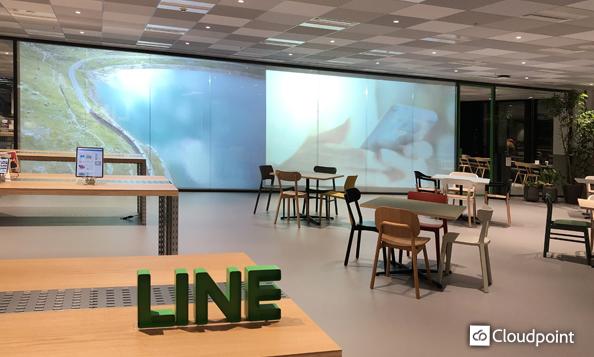オフィスエントランス・受付スペースにTANYO FOGLEARを採用 プロジェクターによる映像投影でデジタルサイネージとしても活用