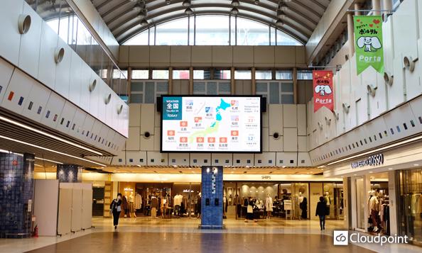 京都駅前地下街に視認性の高い大型LEDビジョンを設置 公共性を考慮した情報発信に活用