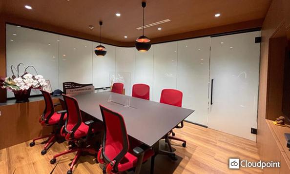 ショールームへTANYO FOGLEARを導入 R面やテンパードアにも採用することでデザイン性の高い空間を演出